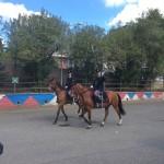 Sfilata dei poliziotti a cavallo